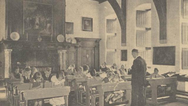Schoollokaal in het Muiderslot. De Maasbode, 23 september 1939
